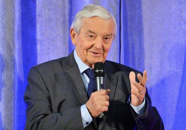 Cenou Českého klubu fair play za celoživotní postoj klub ocenil Rudolfa Baťu, bývalého hokejového rozhodčího a dosud fotbalového funkcionáře.
