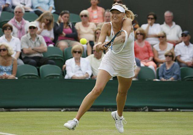 Ruská tenistka Maria Šarapovová v utkání 2. kola Wimbledonu.