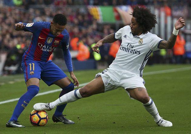 Neymar (vlevo) z Barcelony a Marcelo z Realu.