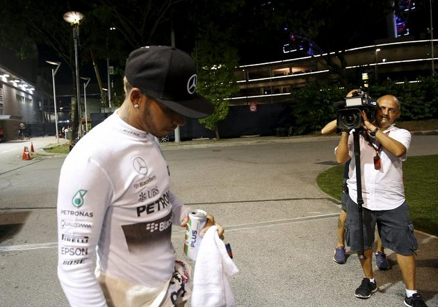 Zklamaný Lewis Hamilton.