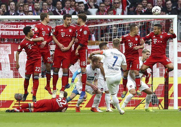 Druholigový Heidenheim vzdoroval v poháru slavnému Bayernu, nakonec ale těsně prohrál.