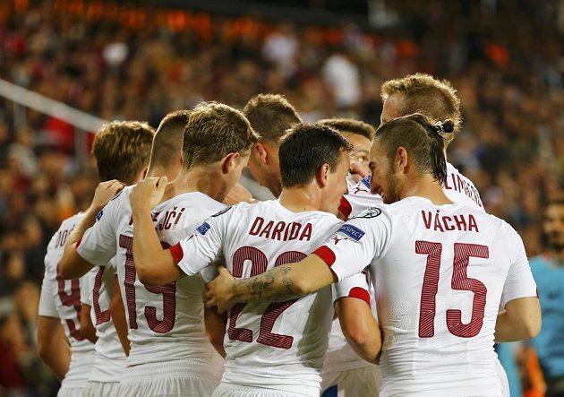 Čeští fotbalisté slaví druhý gól v kvalifikaci ME v Turecku.