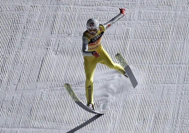 Nor Daniel-André Tande měl při svém druhém skoku v Bischofshofenu velké problémy.