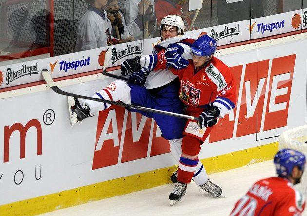 Nor Fredrik Lystad Jacobsen (vlevo) bojuje u hrazení s Vladimírem Svačinou.