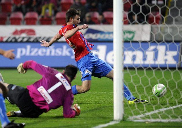 Útočník Tomáš Wágner sřílí proti Jablnci šestý gól Plzně.