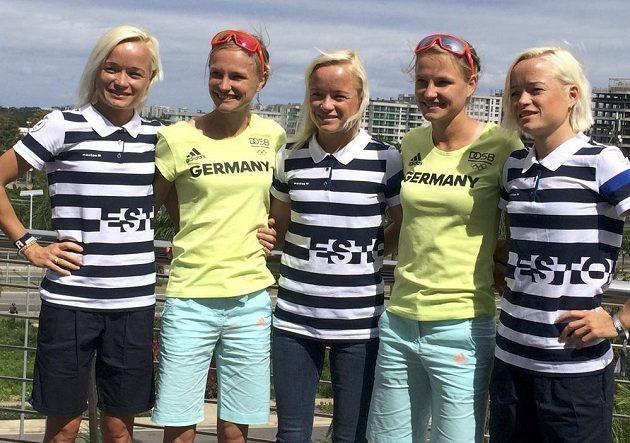 Když vy dvojčata, tak my trojčata. Německé sestry Anna (ve žlutém vlevo) a Lisa Hahnerovy byly raritou na startu maratónu. Ale ne největší. Estonci přihlásili trojčata (v pruhovaném zleva doprava) Leila, Lily a Liina Luikovy.