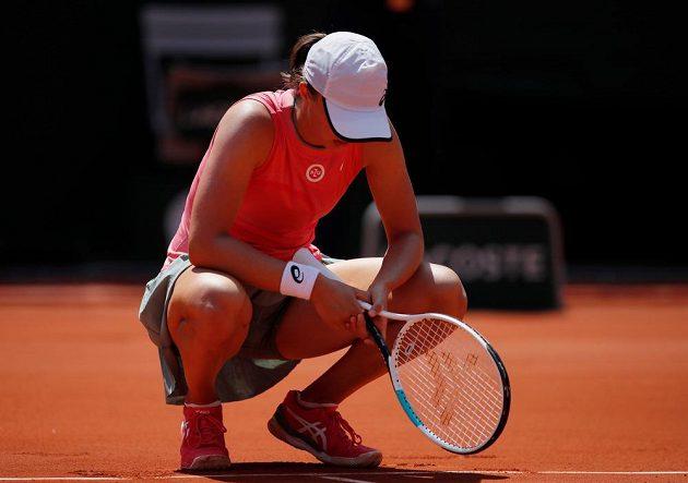 Obhájkyně titulu na French Open - polská tenistka Iga Šwiateková - měla ve čtvrtfinále zdravotní problémy a její výkon měl do ideálu daleko.