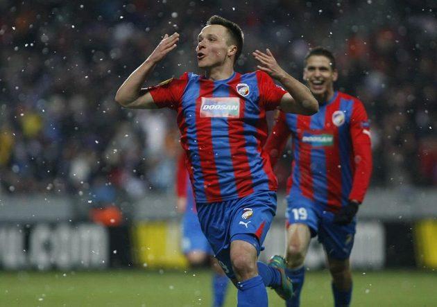 Stanislav Tecl slaví svůj gól do sítě Neapole.