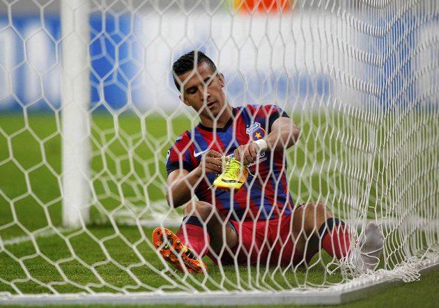 Nešťastník Daniel Georgievski ze Steauy Bukurešť, autor vlastního gólu v utkání Ligy mistrů s Chelsea.