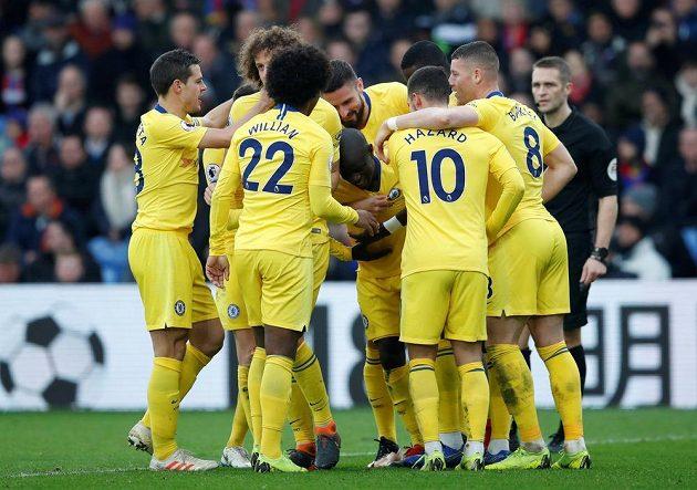 Fotbalisté Chelsea slaví, vyhráli zápas Premier League na hřišti Crystal Palace.