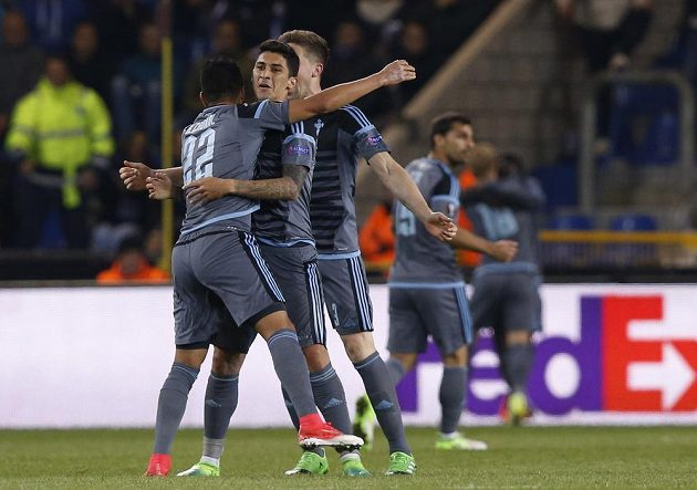 Fotbalisté Celty Vigo jásají poté, co Pione Sisto dal gól v odvetě s Genkem.