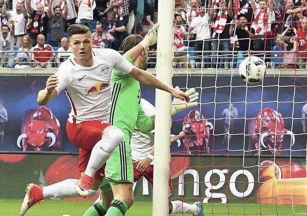 Marcel Sabitzer (vlevo) z Lipska otevřel skóre na góly bohatého ligového zápasu s Bayernem Mnichov.