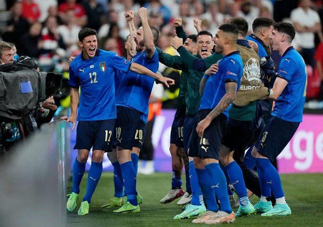 Italská radost krátce po penaltovém rozstřelu.