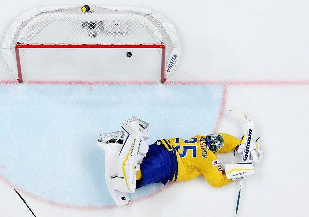 Na tuhle střelu švédský brankář Jacob Markström nedosáhl.