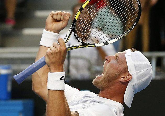 Australský tenista Sam Groth slaví vítězství nad Srbem Filipem Krajinovičem.