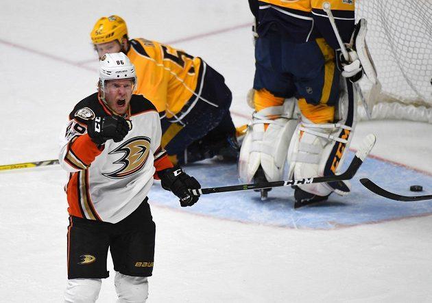 Český hokejový útočník Ondřej Kaše se trefil na ledě Nashvillu, ale jeho Anaheim prohrál zápas 3:6. Postup do finále Stanley Cupu si zajistil tým Predators.
