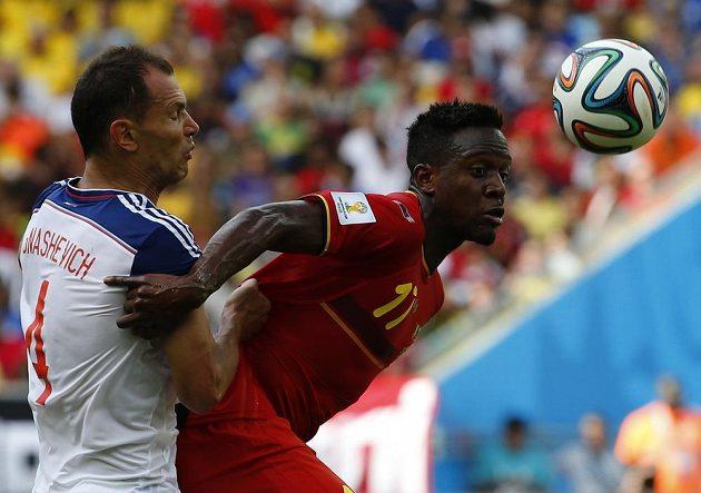 Střídající útočník Divock Origi (vpravo) se stal spasitelem Belgie v duelu s Ruskem.