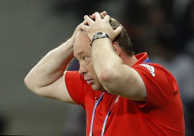 Reakce ruského trenéra Leonida Sluckého během utkání se Slovenskem.