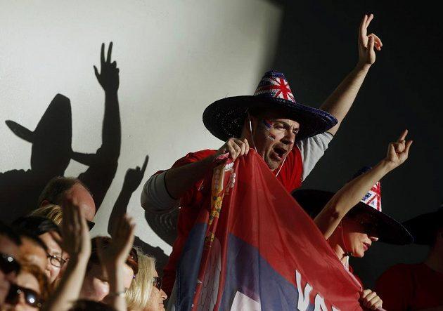 Srbští fanoušci povzbuzovali v semifinále Australian Open Novaka Djokoviče jako na fotbale.