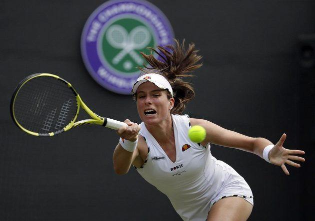 Britská tenistka Johanna Kontaová v akci během grandslamového Wimbledonu.