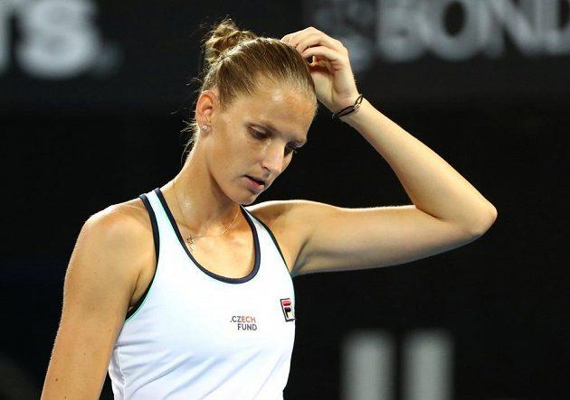 Česká tenistka Karolína Plíšková přemýšlí po zkaženém úderu.