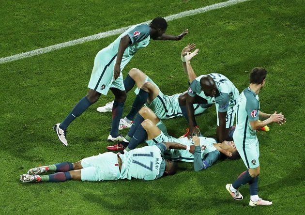 Portugalská euforie po vítěuném gólu proti Chorvatsku.