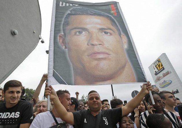 Nažhavení fanoušci Juventusu se největší letní posily - Portugalce Cristiana Ronalda - nemohli dočkat.