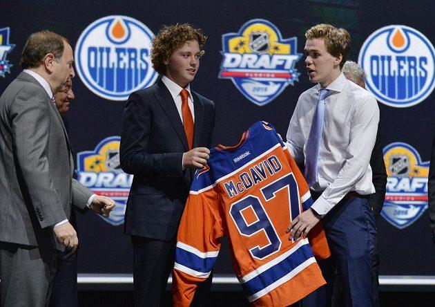 Connor McDavid se oficiálně stává hráčem Edmontonu Oilers.