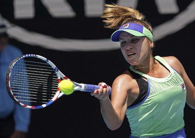 Sofia Keninová z USA při utkání s Ons Džabúrovou z Tuniska.