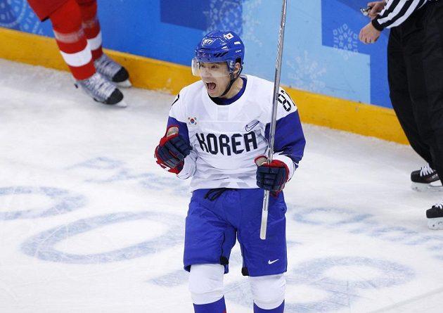Cho Min-ho z Jižní Koreji se raduje, Češi prohrávali 0:1.