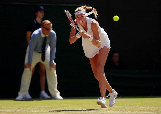 Lvice se vytáhla. Dvojnásobná šampionka Petra Kvitová je po výhře nad Kristinou Mladenovicovou z Francie 7:5, 6:2 po čtyřech letech ve 3. kole tenisového Wimbledonu.
