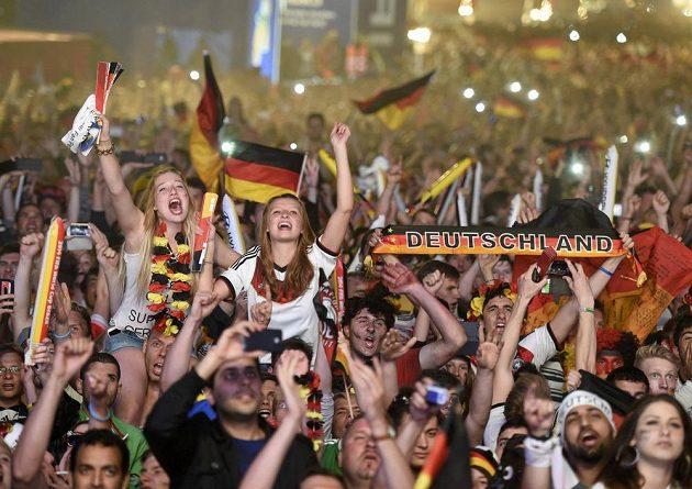 Němečtí fanoušci slaví v Berlíně titul mistra světa.