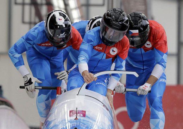 Český čtyřbob ve složení Jan Vrba, Jan Stokláska, Dominik Suchý a David Egydy se do čtvrté olympijské jízdy nekvalifikoval.