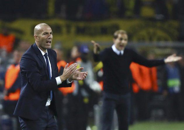 Trenér Realu Madrid Zinédine Zidane během zápasu s domácí Borussií Dortmund.