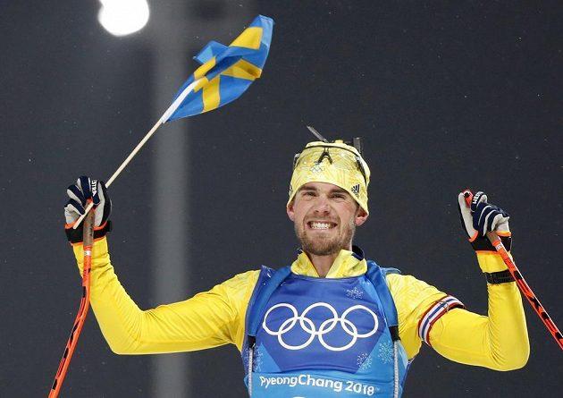 Finišman švédské štafety Fredrik Lindström v cíli.