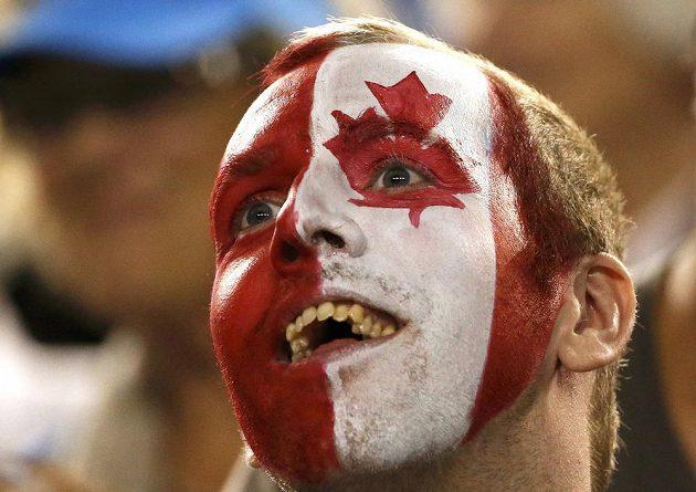 Kanadský fanoušek Milose Raonice během semifinále Australian Open.