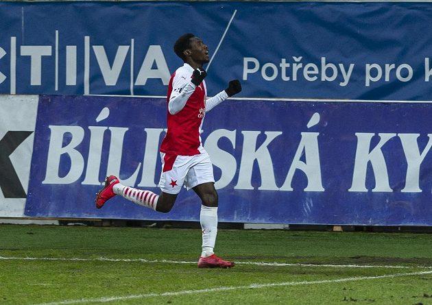 Oscar ze Slavie se raduje z gólu.