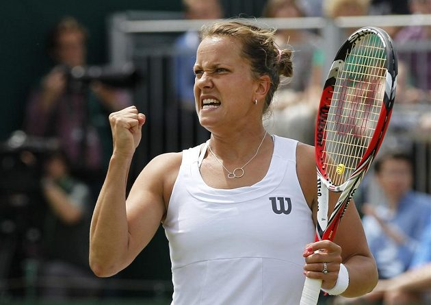 Barbora Záhlavová-Strýcová jásá po úspěšné výměně v zápase s Caroline Wozniackou.