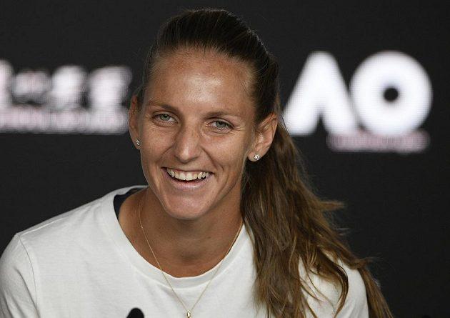 Dobře naložená Karolína Plíšková na tiskové konferenci po utkání se Serenou Williamsovou.