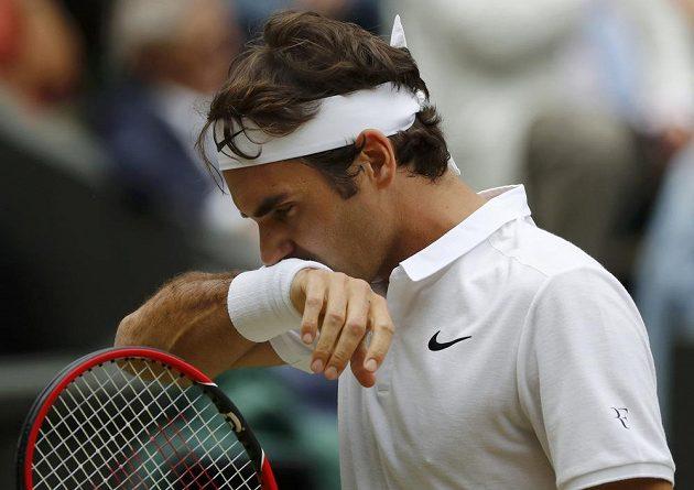 Roger Federer v semifinále Wimbledonu.