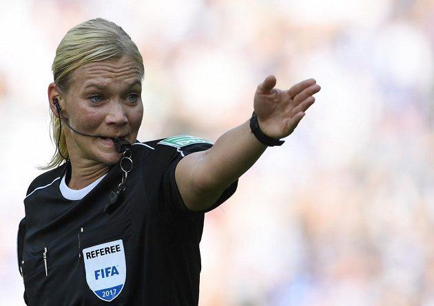 Sudí Bibiana Steinhausová při utkání Hertha - Brémy.
