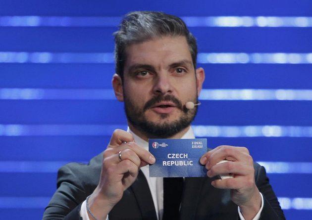 Řecký fotbalista Angelos Charisteas vylosoval České republice pro EURO 2016 skupinu D.