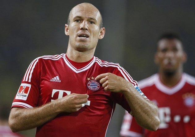 Arjen Robben z Bayernu oslavuje gól proti Dortmundu.