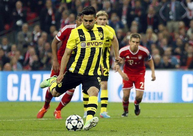 Ilkay Gündogan proměňuje penaltu ve finále Ligy mistrů proti Bayernu, z níž srovnal na 1:1.