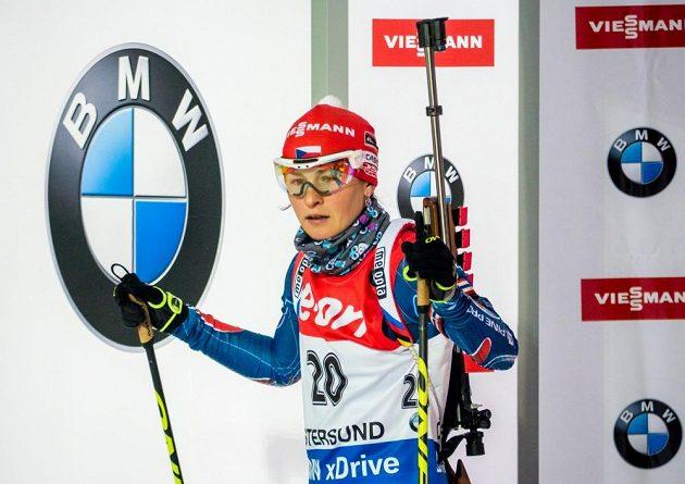 Česká biatlonistka Veronika Vítková na startu vytrvalostního závodu v Östersundu.