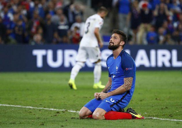 Francouz Olivier Giroud po neproměněné šanci proti Albánii.
