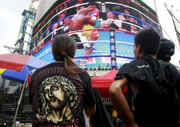 Manila byla na nohou. Fanoušci na Filipínách drželi palce tamnímu boxerovi Mannymu Pacquiaovi.