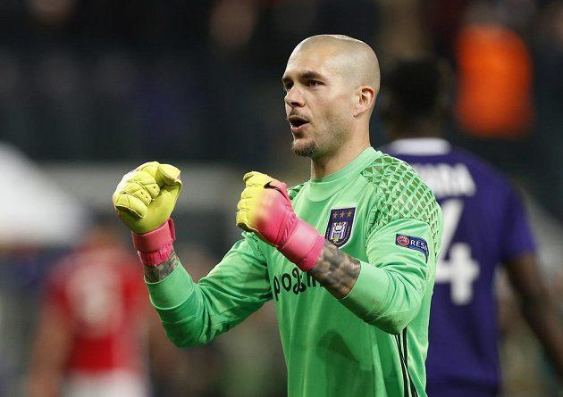 Radost brankáře Rubena z Anderlechtu Brusel po remíze s Manchesterem United.