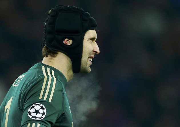 Brankář Chelsea Petr Čech v utkání s Basilejí.