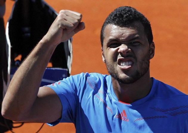 Francouzský tenista Jo-Wilfried Tsonga se raduje z vítězství nad Juanem Mónakem.
